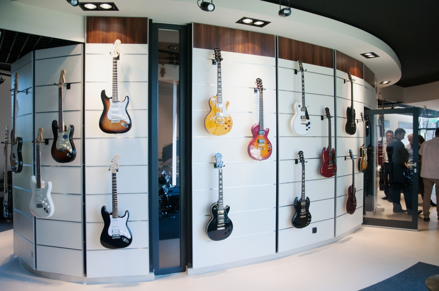 Anderski instrumenty muzyczne. Projekt wnętrz salonu muzycznego. Rybnik ul. Gliwicka